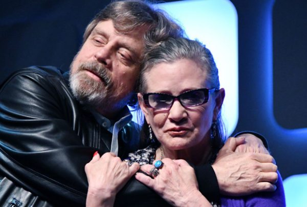 Mark Hamill presta homenagem a 'irmã espacial' Carrie Fisher