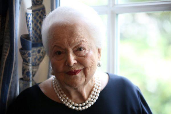 Olivia de Havilland processa canal americano por 'Feud: Bette and Joan'