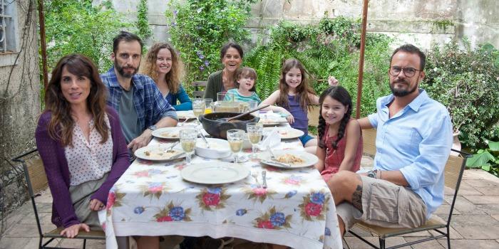 'Como Nossos Pais': olhar sincero sobre o cotidiano da mulher (e da família) moderna