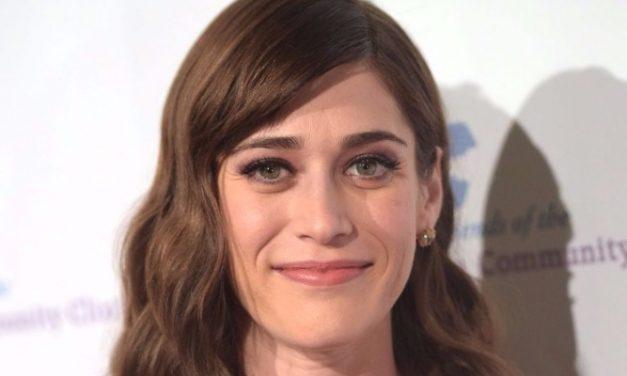 Lizzy Caplan está confirmada no elenco de 'Gambit'