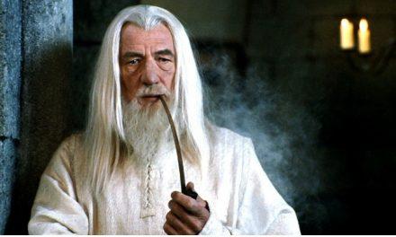 Ian McKellen detona uso excessivo do fundo verde na trilogia 'O Hobbit'