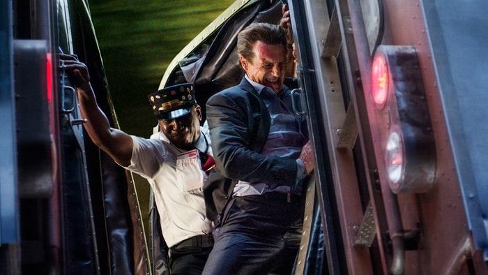 'O Passageiro': Liam Neeson tenta matar o público de cansaço em novo filme de ação