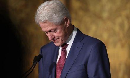 Emissoras dos EUA desistem de séries sobre tentativa de impeachment de Bill Clinton
