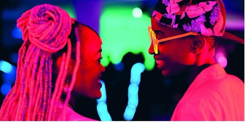 Diretora de filme de amor lésbico processa Quênia para reverter censura