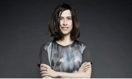 Fernanda Torres será protagonista do novo filme do diretor de 'O Lobo Atrás da Porta'