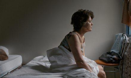 'Pela Janela': grande estreia da diretora Caroline Leone nos cinemas