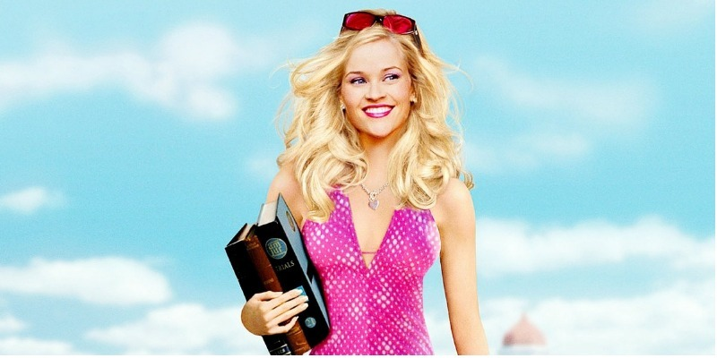 Reese Witherspoon negocia para estrelar 'Legalmente Loira 3'