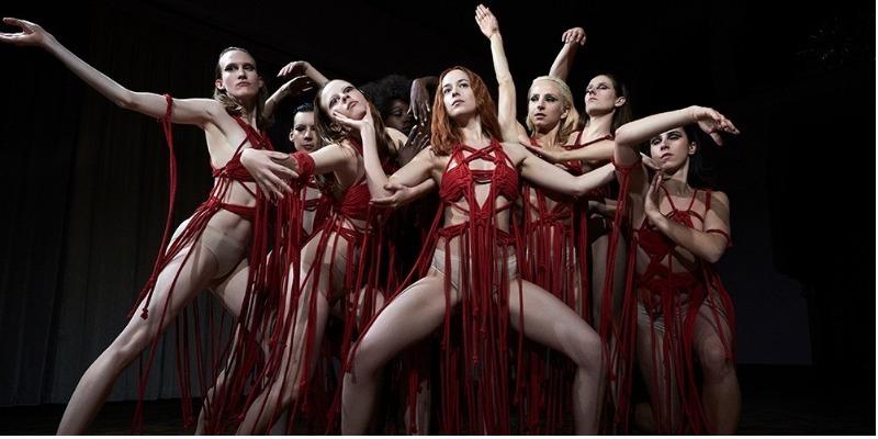 Dakota Johnson treinou danças de 'Suspiria' nos bastidores de 'Cinquenta Tons de Liberdade'
