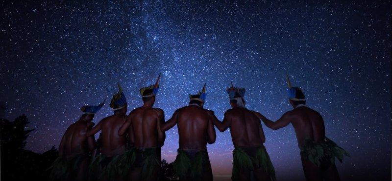 'O Céu dos Índios': afeto marca fascinante viagem por culturas indígenas