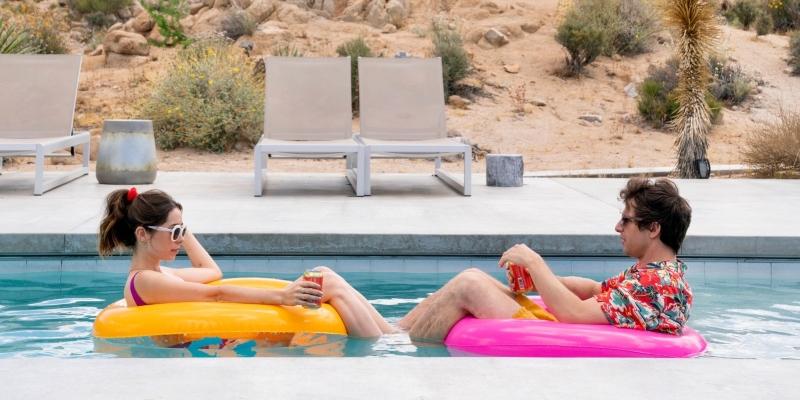 'Palm Springs': comédia romântica certeira para órfãos de 'Dark'