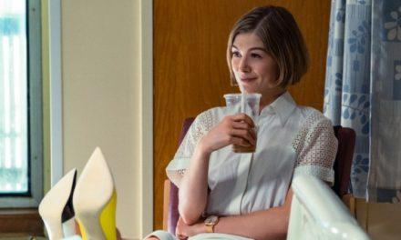 'Eu Me Importo': o melhor trabalho de Rosamund Pike desde 'Garota Exemplar'