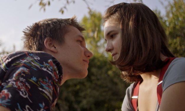 'The White Fortress': contexto social da Bósnia fortalece romance juvenil