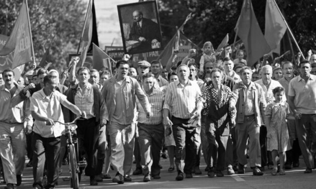 'Caros Camaradas': a desintegração do comunismo soviético