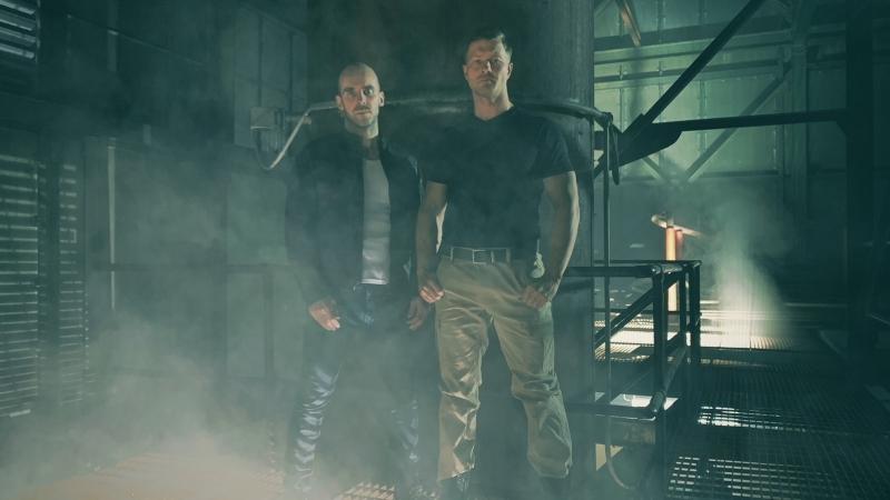 'Cop Secret': ex-goleiro estreia na direção com subversiva sátira aos filmes de ação