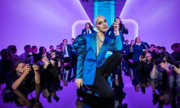 'Todos Estão Falando Sobre Jamie': musical artificial não sai da zona de conforto